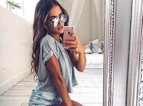 Hot Selfie Poses For Girls-4