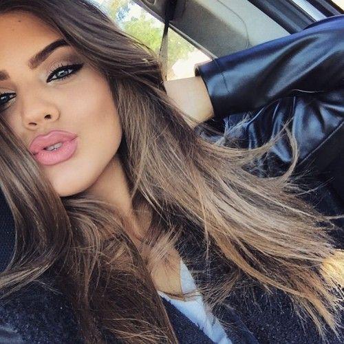 Hot Selfie Poses For Girls-6