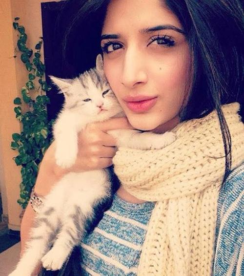 cute-girls-selfie-with-pet-1