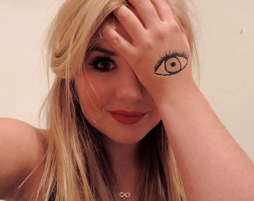 hot-selfie-pose-ideas-for-girls-5